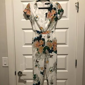 Missguided Plunge Neck Floral Jumpsuit